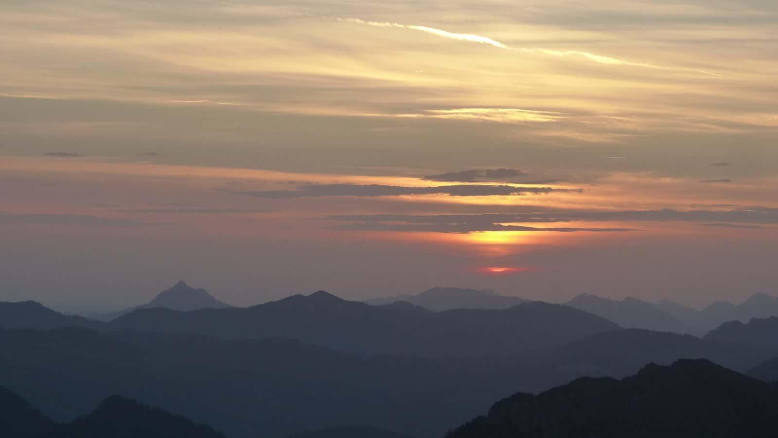 Sonnenaufgang auf der Kanisfluh - Wanderung im Bregenzerwald